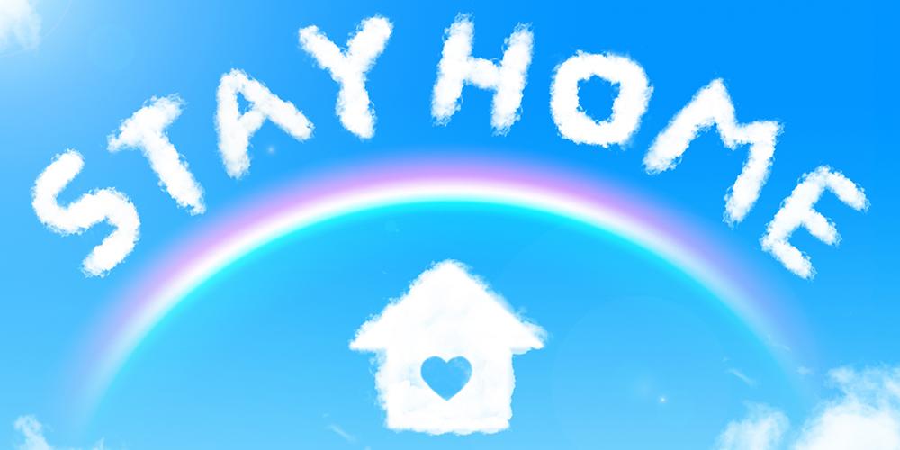 青空に雲で描かれた「STAY HOME」の文字