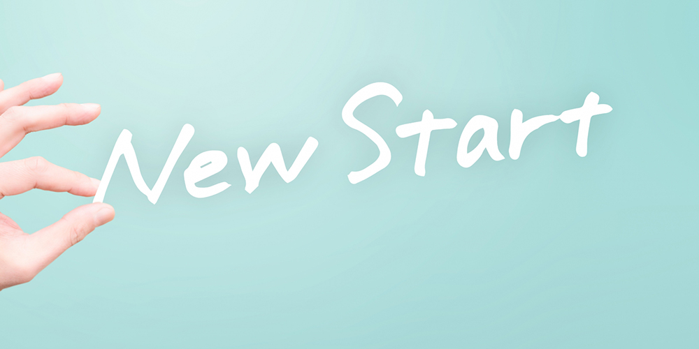 「NEW Start」の文字